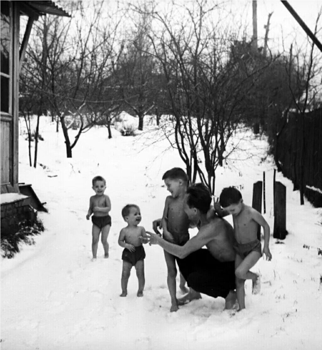 Кем стали дети Никитиных, которых отдавали в школу в 5 лет и выгуливали босиком по снегу