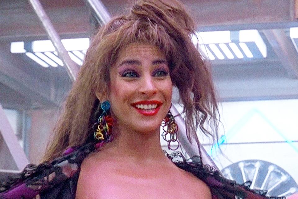 """Трехгрудая женщина из фильма """"Вспомнить все"""" 30 лет спустя. Что стало с актрисой Лусией Нафф"""